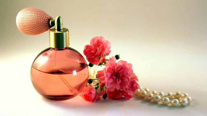 jak pakować perfumy | Blog Rajapack